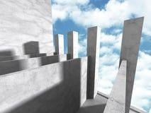 Abstracte concrete architectuur op hemelachtergrond Royalty-vrije Stock Afbeeldingen