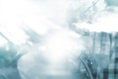 Abstracte de saxofoonspeler van het motieonduidelijke beeld op stadium voor achtergrond, lege tekst Royalty-vrije Stock Afbeelding