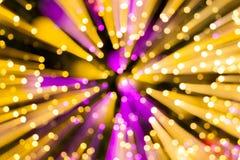 Abstracte de Verlichtingsgevolgen van de onduidelijk beeldlijn voor purpere en gele backgro Stock Afbeelding