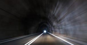 Abstracte de wegtunnel van de snelheidsmotie Stock Foto's