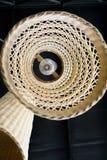 Abstracte dichte omhooggaand van bodem van het Aziatische de stijl van de weefsellamp hangen op plafond Stock Afbeeldingen