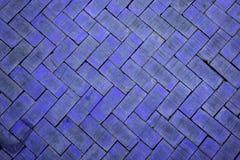 Abstracte dichte omhooggaand van een donkerblauwe baksteen van het zigzagpatroon (de baksteen Royalty-vrije Stock Afbeelding