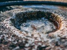 Abstracte dichte omhooggaand van een minigolfgat stock fotografie