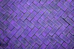 Abstracte dichte omhooggaand van een violette baksteen van het zigzagpatroon (de baksteen  Royalty-vrije Stock Afbeeldingen