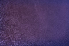 Abstracte donkere bokeh steekt goud als achtergrond aan, purpere, zwarte en subtiele De achtergrond van Defocused Stock Fotografie