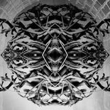 Abstracte donkere zwart-witte textuur in ronde vorm; gevormd in symmetrisch monstergezicht stock afbeelding