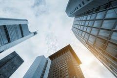Abstracte futuristische cityscape mening met moderne wolkenkrabbers Royalty-vrije Stock Afbeelding