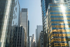 Abstracte futuristische cityscape met moderne wolkenkrabbers Hon Kong Stock Fotografie