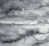 Abstracte grijze waterverf op document textuur als achtergrond In blac stock afbeeldingen
