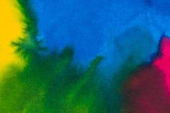 Abstracte heldere waterverfachtergrond Vlotte overgangen van blauw tot groen op geweven document stock afbeeldingen