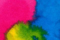 Abstracte heldere waterverfachtergrond Vlotte overgangen van blauw tot groen op geweven document stock foto