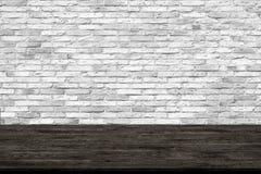 Abstracte houten lijsttextuur op bakstenen muurachtergrond stock afbeelding