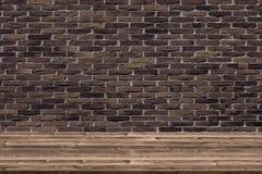 Abstracte houten lijsttextuur op oude uitstekende bakstenen muurachtergrond royalty-vrije stock afbeeldingen