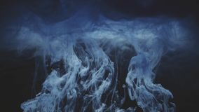 Abstracte Inktkleur die in water stromen stock video