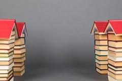 Abstracte kennisstraat Boeken als vooruitzicht voor toekomst succ stock foto