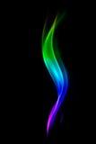 Abstracte kleurrijke die rook op zwarte achtergrond wordt geïsoleerd Royalty-vrije Stock Fotografie