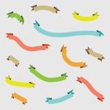 Abstracte kleurrijke gebogen geplaatste lintbanners stock illustratie