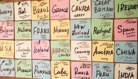 Abstracte lege kleverige nota met hart Valentine-het bericht van de groetkaart royalty-vrije stock afbeelding
