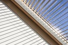 Abstracte mening van dakvenster met blind Stock Foto