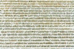 Abstracte mening van een artsy piramide van de waterfontein met en water die neer stromen druppelen royalty-vrije stock foto's