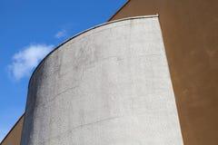 Abstracte moderne industriële architectuurfragment en hemel Stock Afbeelding