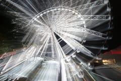 Abstracte motie van het wiel van rotatinmgferris bij nacht Stock Foto