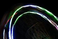 Abstracte multi-colored lichte slepen in een motieonduidelijk beeld stock fotografie
