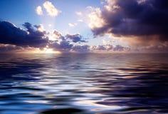 Abstracte oceaan en zonsondergang Stock Foto's