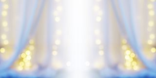 Abstracte onduidelijk beeldachtergrond van wit gordijn met gloeilamp bokeh royalty-vrije stock fotografie