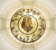 Abstracte oude Egyptische achtergrond, Cleopatra Oostelijke binnenlandse achtergrond met ornamenten Stock Foto