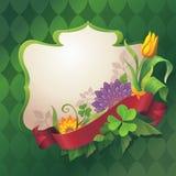 Abstracte overladen bloemenbanner met rode lintmarkering op groene achtergrond Stock Afbeeldingen