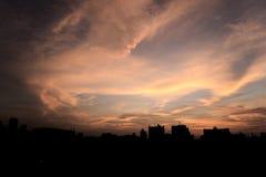 Abstracte rode bewolkte hemel Stock Fotografie