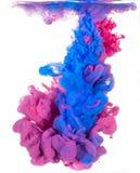 Abstracte rode en blauwe verfwolk Stock Foto's