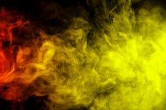Abstracte rode en gele rookwaterpijp op een zwarte achtergrond Royalty-vrije Stock Foto