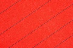 Abstracte rode stof met de zwarte achtergrond van de strepentextuur Ecologisch streepbehang royalty-vrije stock afbeeldingen