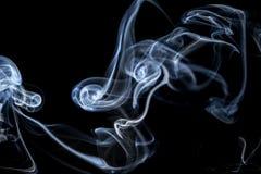 Abstracte rook op een zwarte achtergrond Royalty-vrije Stock Afbeeldingen