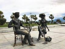 Abstracte standbeelden architecturaal van mensen die thee op Batumi-kustboulevard of Batumi-Strand drinken Georgi?, Batumi, 17 Ap royalty-vrije stock afbeelding