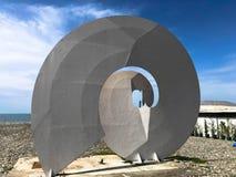 Abstracte standbeelden van spiraal, vormen van bekonechnosti op de Boulevard van Batumi Primorsky of Batumi-Strand Georgi?, Batum stock fotografie