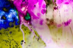 Abstracte stromende kleur Als achtergrond over gerookt ijs, stock afbeeldingen