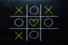 Abstracte Tic Tac Toe Game Competition met hartvorm in Ce royalty-vrije stock fotografie