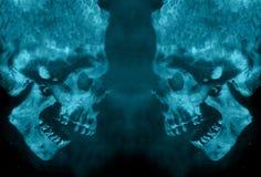 Abstracte Twee Kwade Krachtige Vurige Demonschedels die elkaar onder ogen zien stock illustratie