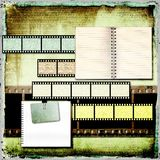 Abstracte uitstekende achtergrond met oude open boeken en filmstrook. Royalty-vrije Stock Fotografie