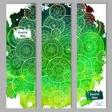 Abstracte vectorhand getrokken de kaartreeks van het krabbel bloemenpatroon Groene waterverftextuur met witte mandalas Royalty-vrije Stock Foto
