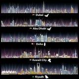 Abstracte vectorillustraties van de stadshorizonnen van Doubai, van Abu Dhabi, van Doha, Riyadh en van Koeweit bij nacht Stock Foto's