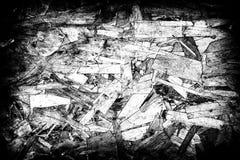 Abstracte vuile donkere grungeachtergrond Zwart-witte houten spaanplaat stock fotografie