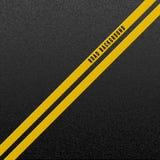 Abstracte wegachtergrond Structuur van korrelig asfalt Asfalttextuur met twee het gele lijnweg merken Vector illustratie stock illustratie