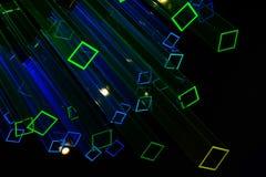 Abstracte zwarte achtergrond met lichte neonprisma's Royalty-vrije Stock Foto's