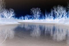 Abstractie Abstract landschap van een bosmeer royalty-vrije stock foto