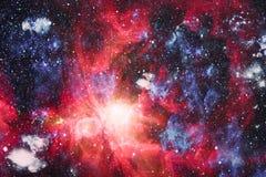Abstractie ruimteachtergrond voor ontwerp Mystiek licht planeten, sterren en melkwegen in kosmische ruimte die de schoonheid van  Stock Foto
