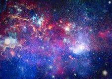 Abstractie ruimteachtergrond voor ontwerp Mystiek licht planeten, sterren en melkwegen in kosmische ruimte die de schoonheid van  Royalty-vrije Stock Foto